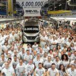 Fiat Ducato Natural Power mit Erdgas-Antrieb als Meilenstein – sechsmillionster Transporter rollt im Werk SEVEL vom Band