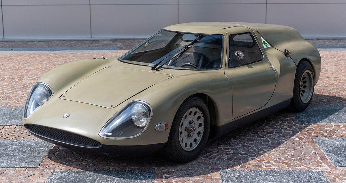 Historisches Konzeptfahrzeug Alfa Romeo Scarabeo im Nationalen Automobilmuseum Frankreichs zu sehen