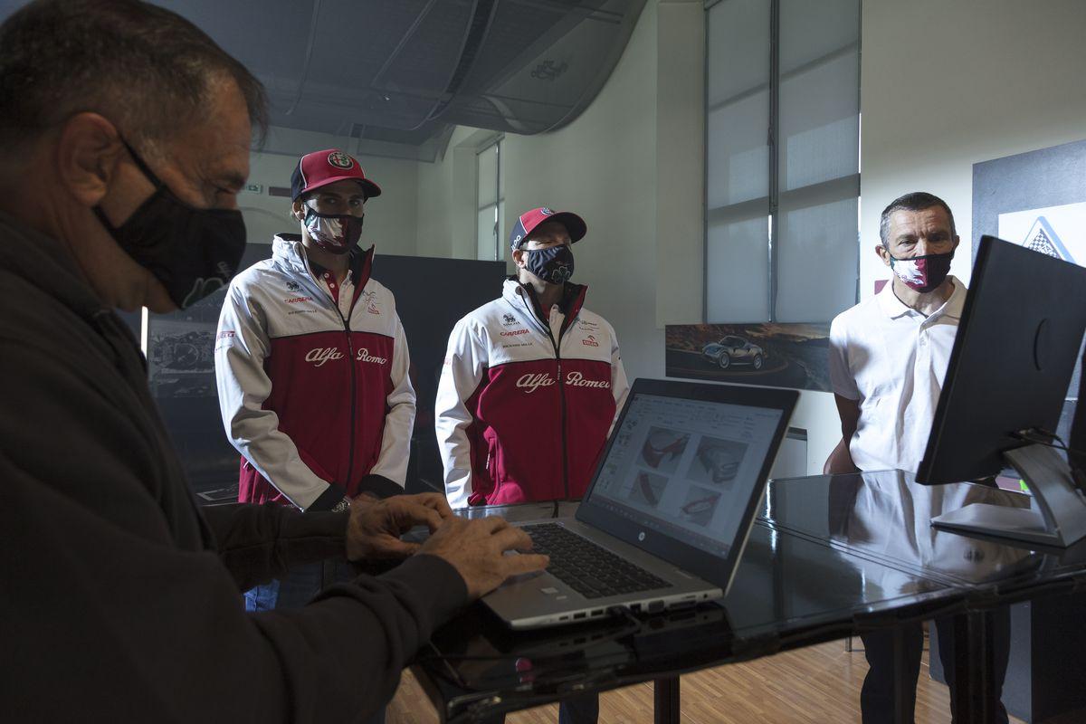 Alfa Romeo Racing ORLEN Formel-1-Fahrer Kimi Räikkönen und Antonio Giovinazzi testen neue Alfa Romeo Giulia GTA